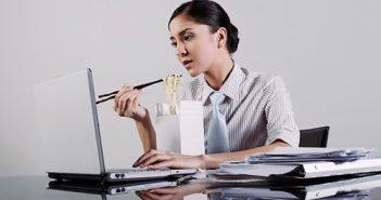 10 bệnh hay gặp của dân ngồi máy tính
