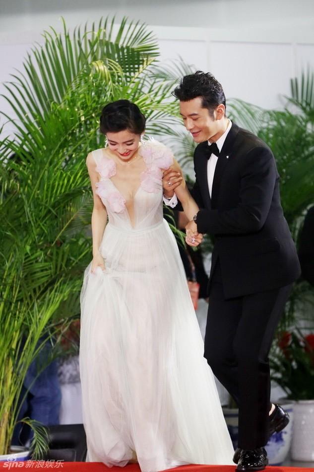 Fan bực vì cách chăm vợ bầu đối lập của Huỳnh Hiểu Minh và Hoắc Kiến Hoa - 11