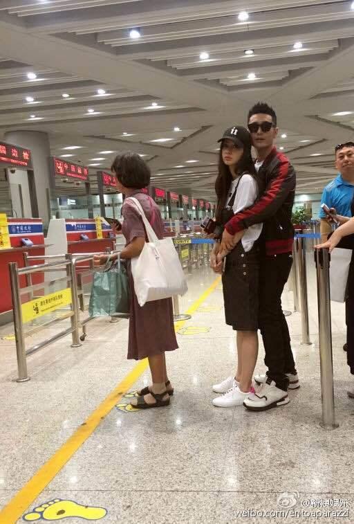 Fan bực vì cách chăm vợ bầu đối lập của Huỳnh Hiểu Minh và Hoắc Kiến Hoa - 9
