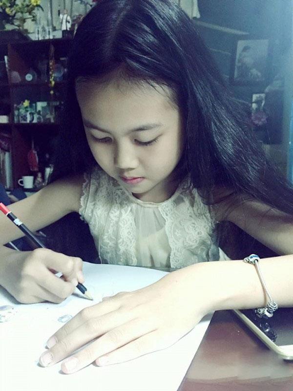 """Cuộc sống thực của """"cô bé 100 triệu view"""" vượt xa Sơn Tùng - 12"""