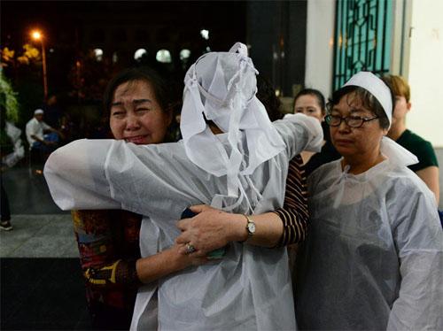 Sao Việt oà khóc nức nở tiễn đưa NSƯT Quang Lý - 7
