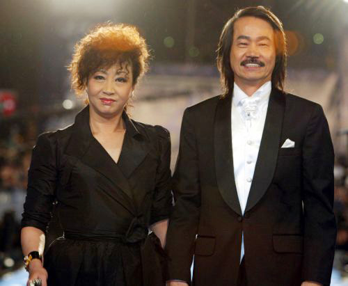 Bà và sư đệ Nguyên Hoa nhận được nhiều giải thưởng nhờ bộ phim của Châu Tinh Trì