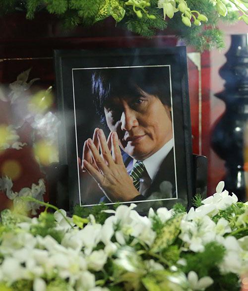 Sao Việt oà khóc nức nở tiễn đưa NSƯT Quang Lý - 1